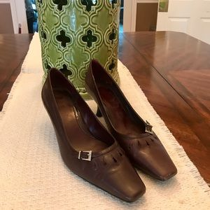 Michelle D Brown Heel Pump